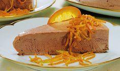 BOLO GELADO CREMOSO DE CHOCOLATE E LARANJA - http://www.sobremesasdeportugal.pt/bolo-gelado-cremoso-de-chocolate-e-laranja/