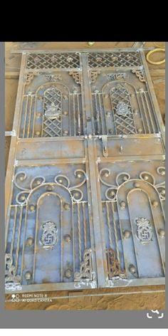 Front Gate Design, Main Gate Design, Door Gate Design, Home Window Grill Design, Grill Door Design, Metal Doors, Iron Wall Decor, Iron Gates, Entry Doors