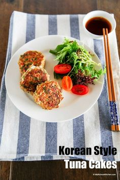 How to make Korean style tuna cakes. They are easy to make and very delicious to eat, particularly when served with Korean sweet tangy soy sauce!