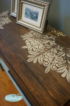 Discarded Side table given a Stencilled Makeover fluer medallion stencil in snow white over dark stained wood before and after Stencil Dresser, Stencil Wood, Stencil Painting, Furniture Makeover, Diy Furniture, Stencils On Furniture, Furniture Design, Furniture Vintage, Furniture Projects