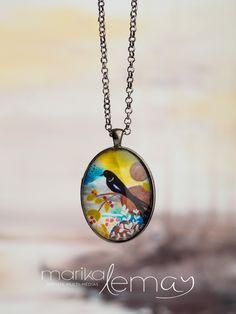 Pendentif ovale oiseau avec chaîne bijou bleu et vert par Marika Lemay artiste mixed media de la boutique MarikaLemayArtiste sur Etsy