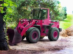 THAT Is A PINK Tractor!! Car Flash, Pink Tractor, Pink Pages, Caterpillar Equipment, Female Farmer, Down On The Farm, Everything Pink, The Ranch, Heavy Equipment