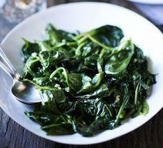 Wilted spinach with nutmeg & garlic