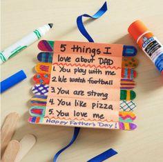des-batonnets-de-glace-customisés-messages-cinq-choses-que-j-aime-chez-tois-version-papa-decoration-au-feutre-cadeau-fête-des-pères-diy