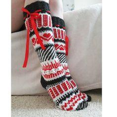 Yhdessä itse tehden: Aina niin ihanat Anelmaiset Fair Isle Knitting, Knitting Socks, Leg Warmers, Christmas Stockings, Knitting Patterns, Slippers, Legs, Crafts, Accessories