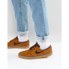 Nike SB Zoom Stefan Janoski Gum Sole Trainers In Brown 333824-214 (£76) ❤ liked on Polyvore featuring men's fashion, men's shoes, men's sneakers, brown, mens brown suede shoes, mens lace up shoes, mens suede lace up shoes, mens brown shoes and mens brown lace up shoes