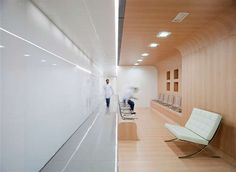 Dental offices are usually known for two things-painful drill noises and stale waiting rooms. This dental office by Estudio Arquitectura Hago however, ensures you neither hear nor see these aforementioned evils. Clinic Design, Office Interior Design, Office Interiors, Design Offices, Modern Offices, Modern Interior, Commercial Design, Commercial Interiors, Interior Design Offices