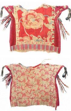 Turkmen child's kurte, russian printed cotton ; small applied wool triangles, 2nd quarter 20th century.