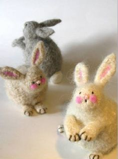 Designed by Minnesota's own Marie Mayhew. Sweet Woolly Bunnies to knit and felt. You'll need 1 skein of feltable wool yarn in any bunny color plus items easily found at your local craft store. One skein will make several bunnies. The pattern calls fo Needle Felted Animals, Felt Animals, Needle Felting, Sport Weight Yarn, Felt Art, Felt Crafts, Diy Crafts, Lana, Knitting Patterns