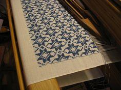 "An old Swedish weaving pattern, ""Opphämta"" from an old quilt in Röhsska Konstslöjdmuseet in Gothenburg."
