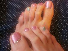 Shiny petal and funny wasabi #wasabi #feet #shiny #petal