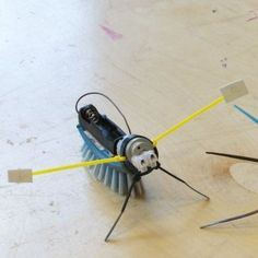 Make a robot Science Projects For Kids, Science Crafts, Stem Projects, Science For Kids, Diy Projects To Try, Preschool Crafts, Make A Robot, Robots For Kids, Stem Robotics