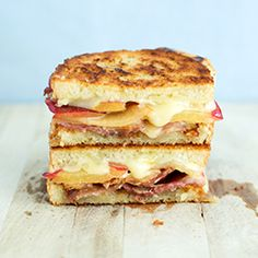 This Plum, Bacon, Blue Cheese, and Brie Grilled Cheese is loaded with unique flavours!