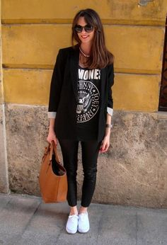 Discover and organize outfit ideas for your clothes. Decide your daily outfit with your wardrobe clothes, and discover the most inspiring personal style Outfits Leggins, Blazer Outfits, Casual Outfits, Band Shirt Outfits, Tomboy Outfits, Band Shirts, Emo Outfits, Dress Casual, Dance Outfits