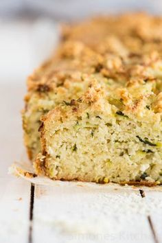 rozemarijn courgette brood. Glutenvrij | simoneskitchen.nl Low Carb Recipes, Baking Recipes, Real Food Recipes, Cake Recipes, Clean Recipes, Paleo Bread, Low Carb Bread, I Love Food, Good Food