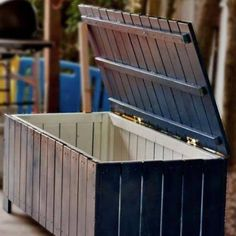 Ana White Build A Outdoor Storage Bench Free And Easy Diy Outdoor Storage Benches Outdoor Projects, Easy Diy Projects, Home Projects, Backyard Projects, Pallet Furniture, Furniture Plans, Furniture Projects, Furniture Storage, Upcycled Furniture