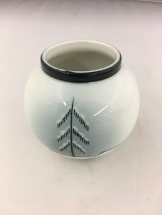 PP- Nora Guldbrandsen Vase signert grønt stempel Vase, Porcelain, Design, Decor, Stamps, Porcelain Ceramics, Decoration, Flower Vases, Dekoration