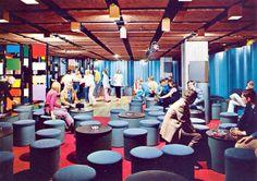Fra utelivet og Polar Disco på 70-tallet. Table Decorations, Furniture, Home Decor, Decoration Home, Room Decor, Home Furnishings, Home Interior Design, Dinner Table Decorations, Home Decoration