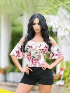 Lucero Moda Colombiana - Luce, y Presume! Casual Wear, Casual Outfits, Summer Outfits, Cute Outfits, Vetement Fashion, Shorty, Girl Fashion, Womens Fashion, Short Outfits