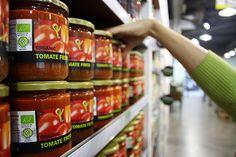 ¿Sabías qué... el #TomateFrito ecológico se elabora sin aditivos químicos como el #Glutamato monosódico, potenciador del sabor que inhibe la sensación de saciedad? ¡Consumir #natural es apostar por la #Salud! #ComidaNatural #NaturalFood #AlimentacionEcologica #OrganicFood #TomatoSauce #TomatoEco #HerbolarioNavarro #BioCesta #YoComproEnNavarro #ComidaTop