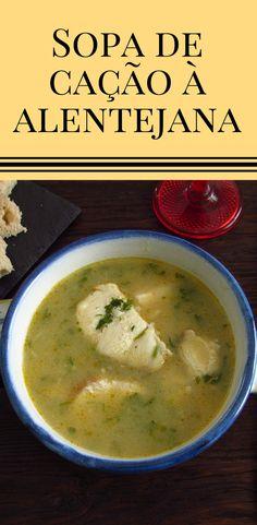 Sopa de cação à Alentejana | Food From Portugal. Esta receita de sopa de cação é excelente para dar a conhecer a tradicional comida Portuguesa. Com o excelente sabor dos alhos e coentros, esta sopa cremosa é uma delícia e todos vão adorar! É fácil, experimente! #sopa #receita #peixe