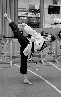 Taekwondo Girl, Karate Girl, Martial Arts Women, Mixed Martial Arts, Self Defense Classes, Beautiful Athletes, Female Fighter, Jiu Jitsu, Love Life