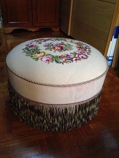 Goblen Puf... Vintage Chairs, Vintage Decor, Tire Ottoman, Art Decor, Decoration, Home Decor, Tire Craft, Cushion Fabric, Vintage Tea