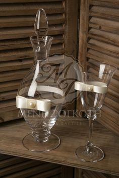 Σετ γάμου καράφα και ποτήρι κρασιού λιτό και κομψό με σατέν εκρού κορδέλα και φιόγκο τύπου channel