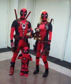 Deadpool, Lady Deadpool, Headpool, Dogpool, and Kidpool? Best family cosplay ever! Marvel Cosplay, Deadpool Cosplay, Superhero Cosplay, Cute Couple Halloween Costumes, Family Costumes, Halloween Cosplay, Cool Costumes, Halloween Ideas, Lady Deadpool