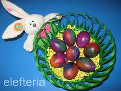 Γεύση Ελευθερίας: Βάψιμο αυγών με χαρτάκια
