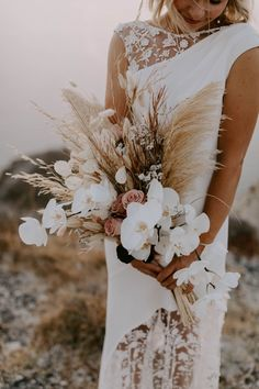 Beach Wedding Bouquets, Beach Wedding Flowers, Bridal Flowers, Flower Bouquet Wedding, Floral Wedding, Wedding Centerpieces, Boho Flowers, Wedding Dresses, Santorini Wedding