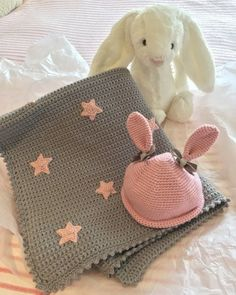 LoveCrochet | With February chills still nipping at our heels this week's Crochet Club make is all about keeping our tiny tots warm and toasty. This Baby Star Blanket is the perfect size to throw over