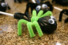 I purchased a bag of Tootsie Roll lollipops and cut squares from a black trash bag to cover the wrapper. Then I took three pipe cleaners (cut in half) wrap around to create the legs. glue on goggly eyes. Halloween Goodies, Halloween Boo, Holidays Halloween, Halloween Treats, Happy Halloween, Halloween Decorations, Halloween Spider, Fall Crafts, Holiday Crafts