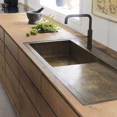 """""""Kitchen sink glory #decorao #decor #style #kitchen #maison #casa #home #interior #interiordesign #interiordesigner #architectureporn #architect #architecturelovers #architecture #design #dezeen #detail #details #sink #bronze"""" via @decorum_interior_design"""