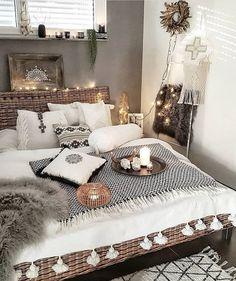 Bohemian Bedroom Decor And Bed Design Ideas - Ideen für Wohnung - Home Master Bedroom Design, Dream Bedroom, Dream Rooms, Bohemian Bedroom Decor, Home Decor Bedroom, Bedroom Ideas, Modern Bohemian Decor, Bohemian Room, Bohemian Bedding