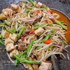Resep masakan praktis sehari-hari Instagram Easy Asian Recipes, Healthy Recipes, Ethnic Recipes, Vegetable Recipes, Chicken Recipes, Recipe Chicken, Cooking Time, Cooking Recipes, Malay Food