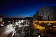 Φανταστικές ταράτσες και δροσεροί κήποι για φαγητό στην Αθήνα - My Review Santorini Photographer, Rooftop Restaurant, Advertising Photography, Luxury Villa, Mykonos, Best Hotels, Cinematography, Athens, Around The Worlds