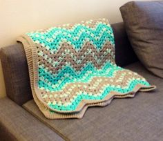 Beautiful crocheted baby blanket. Free pattern. You must have a Ravlery account to see it...just FYI...