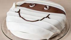 Torta al cioccolato con mummia di pasta di zucchero