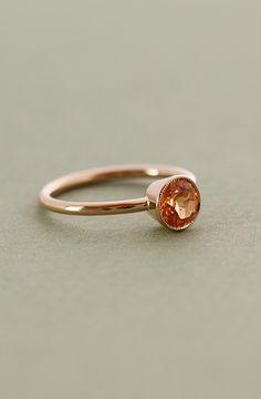 Ring in gold with a orange 6mm Garnet : Annette Tillander Webshop