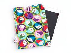 Tablethülle passend für das iPad mini. Bunt mit coolen Carlitos Zwergen - ein Designerstück von Keko-Kreativ bei DaWanda