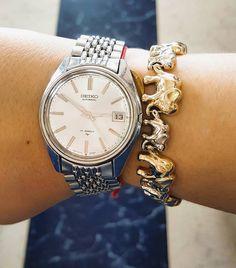 Reloj no marques las horas.... Se me acaban las vacaciones. Esta noche rumbo a Madrid. (Cómo es la joyita vintage que le he 'robado' a mi padre?)
