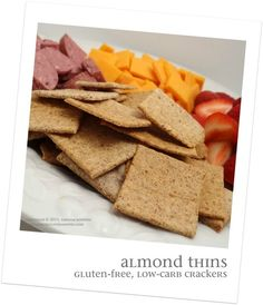 Super simple Almond Thin crackers - just C. almond flour, 1 egg white, and some seasoning. makes about 36 crackers 1 cracker = 4 calories / 0 carbs! Low Carb Recipes, Whole Food Recipes, Cooking Recipes, Healthy Recipes, Detox Recipes, Bread Recipes, Lchf, Almond Flour Recipes, Almond Flour Cracker Recipe