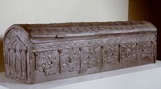 In the third century CE a new form of burial arose in the coastal area of Syria and Lebanon. Coffins made of lead became popular. A handsome example is the sarcophagus from Byoud al-Sayed, near Tyrus, Lebanon. It is unclear if the richly ornamented coffin belonged to a Christian or a heathen. Click on the image to learn more. | Rijksmuseum van Oudheden