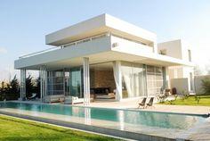 Flachdach Haus Verglasung-Erdgeschoss Schwimmbecken-Gartenanlage