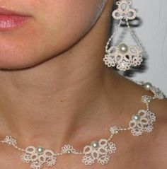 Tatting Victorian Ivory Lace Pearls Bridal Jewelry by Agnieszka Tatting Necklace, Tatting Jewelry, Lace Jewelry, Jewelry Crafts, Jewelery, Jewelry Rings, Needle Tatting, Tatting Lace, Bruges Lace
