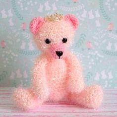 Comment crocheter un amigurumi ? Comment crocheter la laineCreative Bubble? Catherine aliasCaticouda imaginé un amigurumi oursonroicrochet