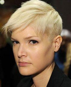 Taglio capelli corti sidecut rasati da un lato