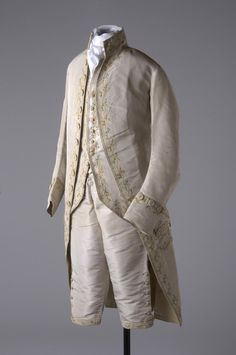 18thcenturyfop:  Material: breeches: silk button/knee: silk thread Technique: breeches: hand stitched button/knee: tamboured/embroidered Production: 18th century, 1780 - 1788