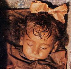Mumia fetiţei siciliene care deschide ochii | Vrajitoare Online Cel mai mare Portal de Vrajitoare din Romania